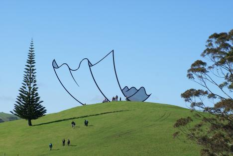 Skulptur på Nya Zeeland ser tecknad ut